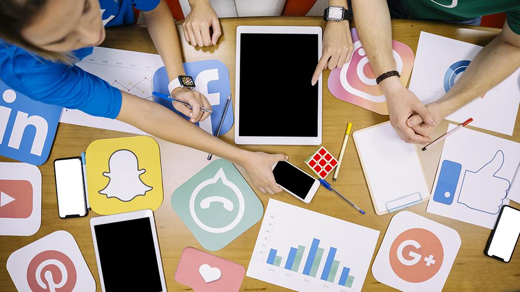 7 โซเชียลมีเดียยอดฮิตในปัจจุบัน Facebook, LINE, WhatsApp, Twitter, YouTube, Instagramและ Pinterest
